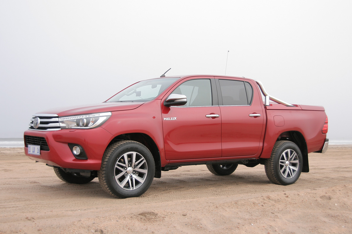 Precios de Toyota Hilux 2016 2.4 150D 4x4 VX Aut. 6V